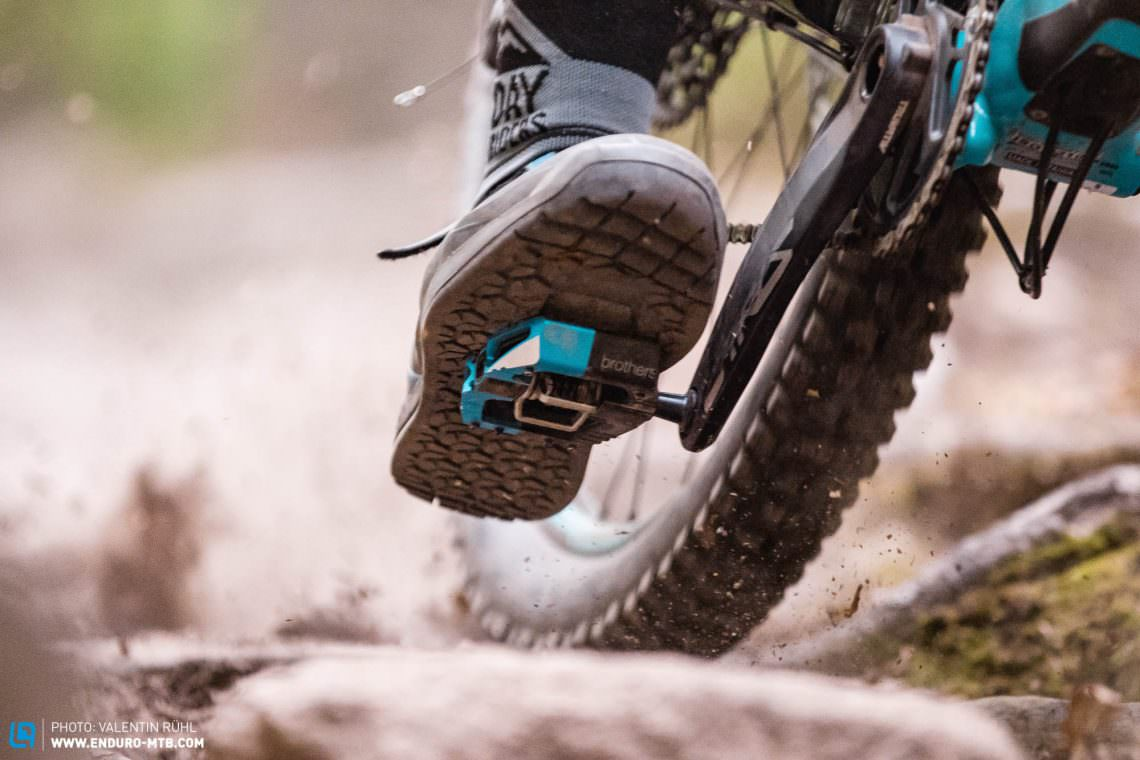 Should you use clipless or flat pedals