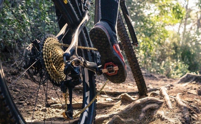 clipless or flat pedals